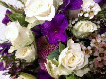 Blumenstrauss Violett Pink Weiss