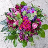 Muttertags Strauß in Violett und Pink mit Hortensie