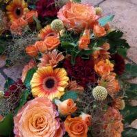 Trauerkranz Orange Mit Rosen